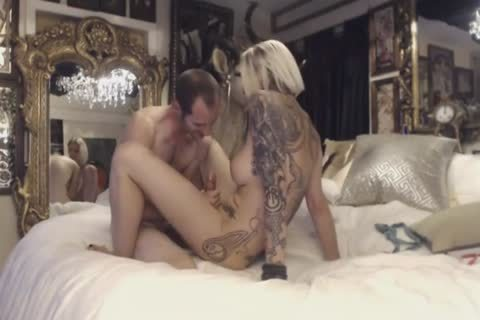 This kinky blonde loves kissing And hammering
