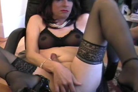 Donna Queen gets indecent Whowdyle camming again