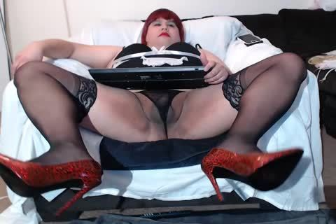 Linda The Maid Shows Her Asspussy