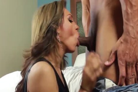 Luscious Jessy Dubai Fills Her shemale booty With 10-Pounder
