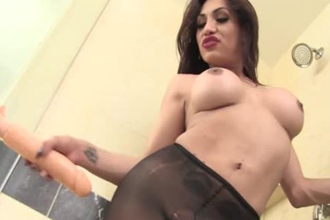 filthy tranny Jessy Dubai nails Her butthole opening With A toy