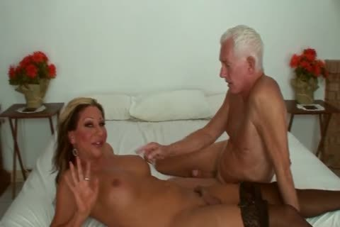 Ariel Everitts - beautiful Clits - tasty Sex With A ladyboy
