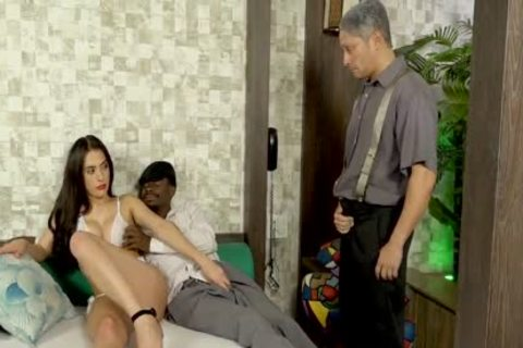 TS Mariana Lins Wont Be gratified With One 10-Pounder In Her butthole